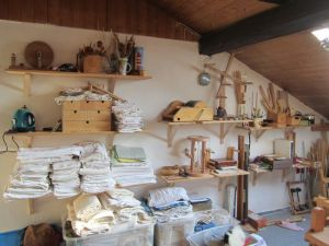 loom shelves